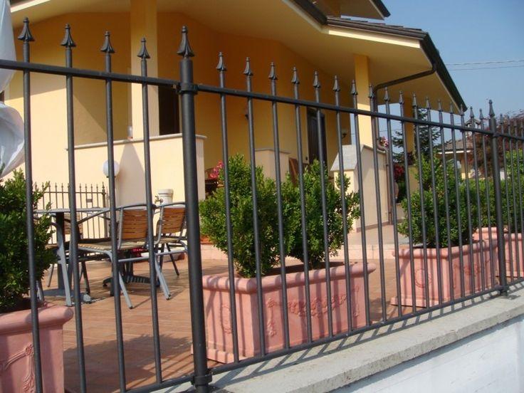 valla de rejas negra muy simple y bonita