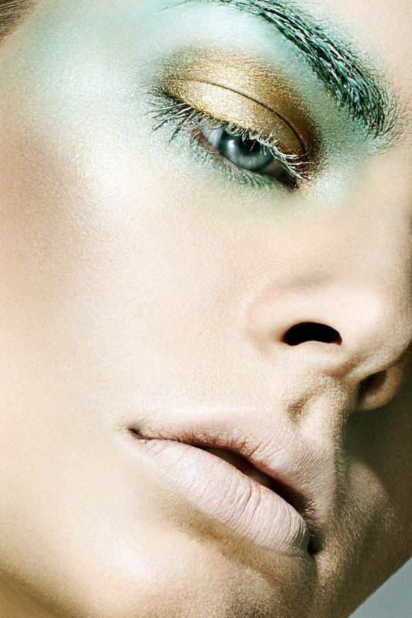 MINT AND GOLD MAKE UP Avant garde makeup, Makeup, Makeup