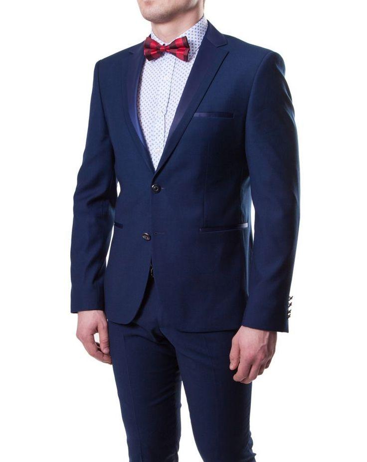 синий мужской костюм-смокинг
