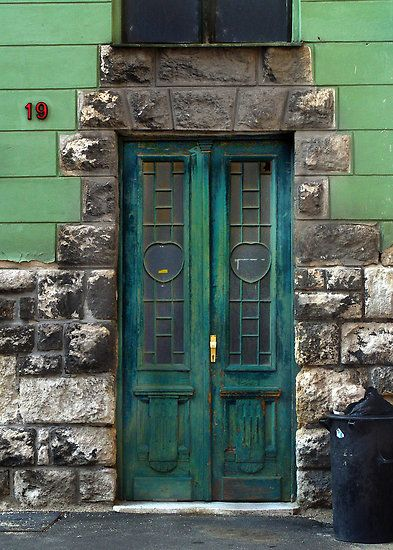 Green door, Pecs by culturequest