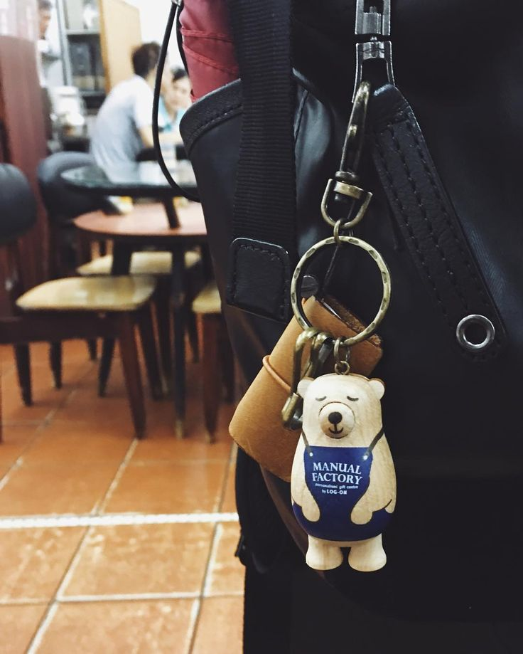 Traveler's Company team loves our MF bear. #travelersnotebook #travelersnote #travelerscompany #keychain #charm #bear #manualfactory #manualfactorybear #logonhk #stationery #stationeryaddict #stationerylove #stationeryporn