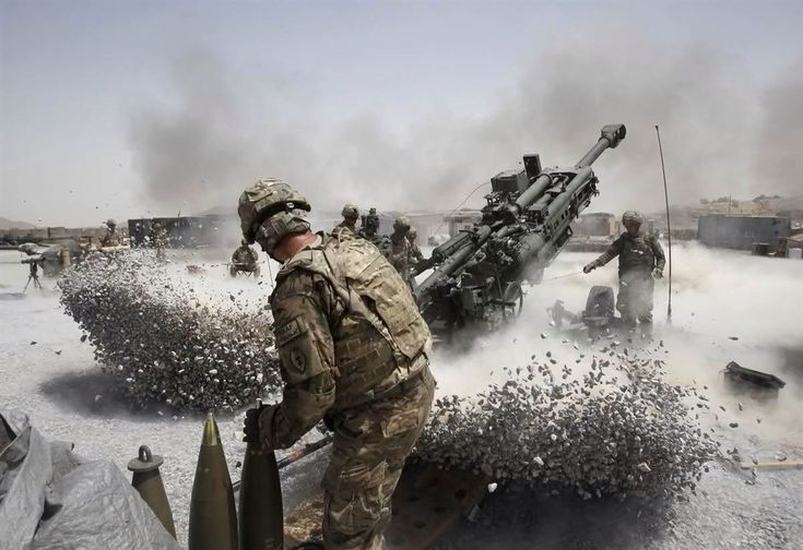 US Army soldiers firing a Howitzer in Afghanistan   32 Extremely Interesting Images!
