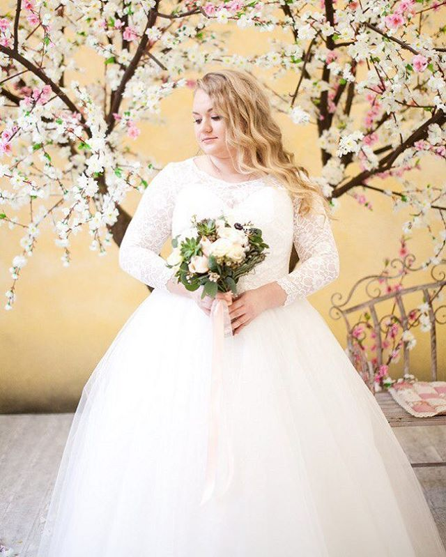 Wedding Dress For Women With Curves: 253 Best Images About Plus Size {Wedding Dresses} On