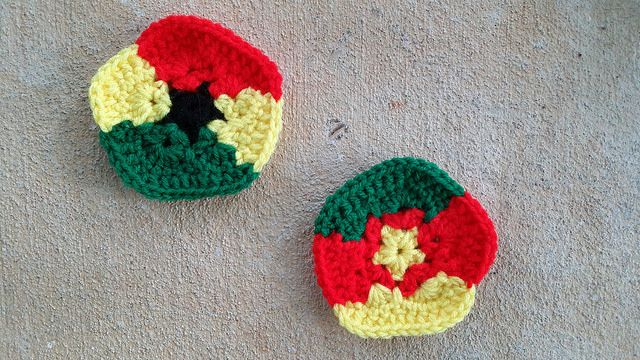 crochet pentagons inspired by the flags of Ghana and Cameroon, crochetbug, 2014 world cup crochet soccer ball