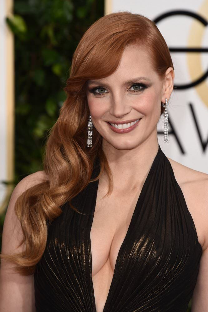 2015 #GoldenGlobe Awards: Jessica Chastain's #hair color looks great in these classic waves.