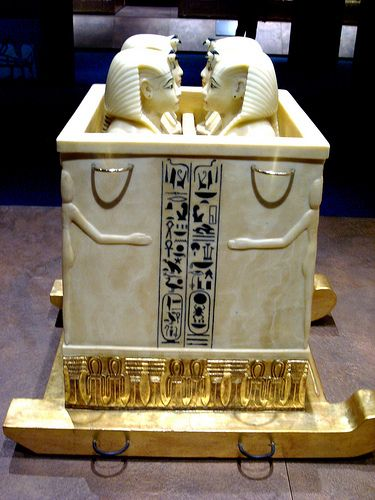 Canopic chest with canopic jars from Tutankhamun´s tomb   Flickr: partage de photos!