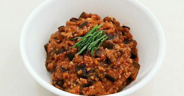 ピリッと甘辛のなす&ひき肉で、ごはんがガッツリ食べられます❤ とろ~りチーズがたまんない(≧∇≦)