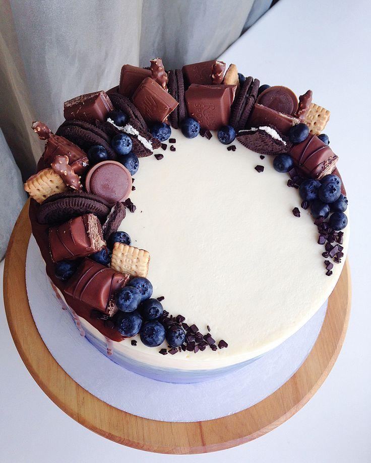 Есть у меня клиенты, которые раз за разом выбирают одну и ту же начинку Безе, крем-чиз, крем на основе сгущённого молока и вишнёвый курд По всем вопросам просьба писать в директ или вотсап (номер в профиле) бОльшую часть комментариев под фото не успеваем отслеживать! #InstaSize #kasadelika #cake #cakes #cupcake #cupcakes #cook_good #chefs_battle #vsco #vscocam #vscofood #vscogood #vscorostov #vscorussia #food #follow #foodpic #followme #foodporn #foodphoto #foodstagram #instafood ...