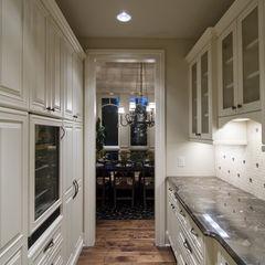 Butler pantry: Kitchens Photo, Butler Pantries, Kitchens Design, Traditional Kitchens, Pantries Design, Kitchens Ideas, Pantries Ideas, Families Rooms Design, Kitchens Pantries