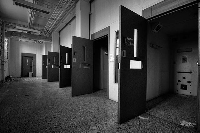 Solitary confinement block Armley Prison... . . . . . . . . . . . . #brutalist#brutalism#architecture#design#mobilephotography#art#blackandwhite#bnw#photooftheday#fineart#fineart_photobw#insta_bw#instablackandwhite#instagood#monoart#monochromatic#noir#monochrome#monotone#photo#photography#interiordesign#design#500px#london#phone#prison#leeds