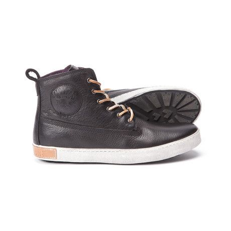 https://www.touchofmodern.com/sales/blackstone-88be4713-e8d5-48a5-9cdf-4c0c8fdc537f/high-top-sneaker-black?share_invite_token=FER4X6WM