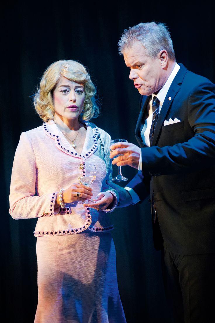 Annes föräldrar Mr and Mrs Dindon. Skådespelare Malena Hallerdt och mats Pontén. Kostymdesigner Ina Andersson. fotograf Anders Alm.