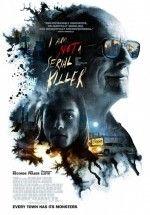 I Am Not a Serial Killer Türkçe Dublaj ve 720p izlemek için tıklayın :  http://www.filmbilir.com/i-am-not-a-serial-killer-turkce-dublaj-ve-altyazili-720p-izle.html     Filmin kahramanı lise öğrencisi John (Max Records), Ortabatı Amerika'da sıkıcı bir sanayi kasabasında annesiyle yaşıyor. John'un en büyük özelliği raporlu sosyopat olması. Üstelik bu yetmezmiş gibi bir de annesi cenaze evi işletiyor. Her gün cesetlerin gelip Amerikan usulüyle tabutlanmaya hazırlanmak adına içlerinin açılıp ka