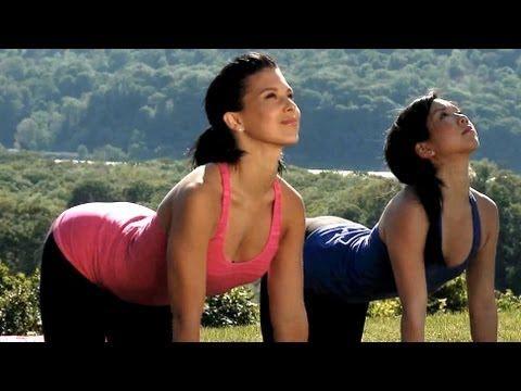 ▶ 20 Minute Yoga Class With Hilaria Baldwin: Deep Stretching - YouTube