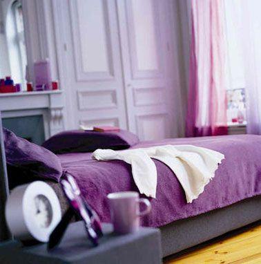 Déco chambre total look violet pour une ambiance très féminine.