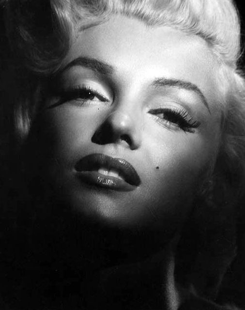 Hollywood Stories : The Rise And Fall Of Marilyn Monroe