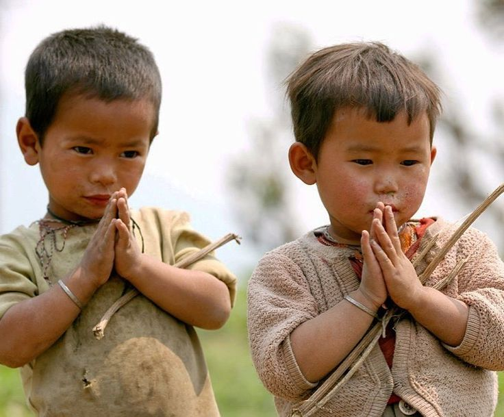 In India we greet by saying 'Namaste'. How do you greet in your country? Comment and let us know!  #comment #hello #salut #bonjour #hola #gutentag #ola #namaste #india #asia #europe #africa #ciaooo #goabroad #instagood #instaphoto #children #goals #sayinghello #love #nofilter #IAmVolSoler #VolSol #follow4follow #likeforfollow