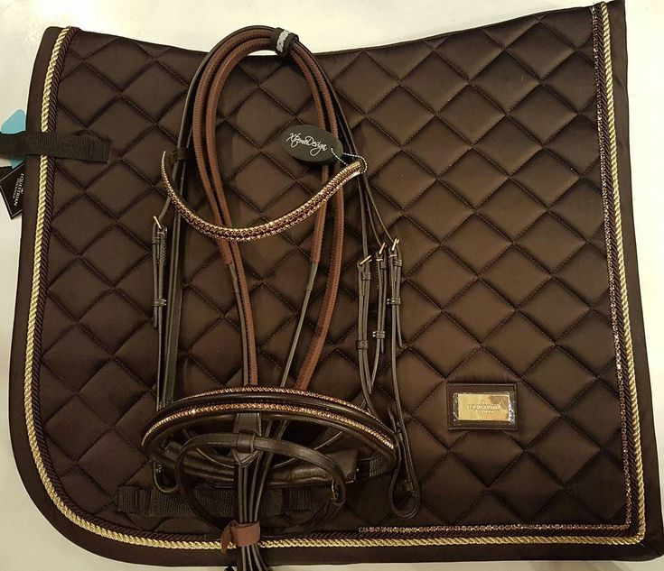 XtremeDesign crystal brown Swarovski kitt. Equestrian Stockholm saddle pad in lovely brown with genuine Swarovski crystals in brown. Bridle with brown and rose gold crystals. When you want to be unique! Saddle pad 1800Sek. Available in both dressage and showjumping. Bridle 2990Sek #xtremehorsemakeover #xtremedesign #swarovski #sweden #showjumping #horsefashion #dressage #esstockholm