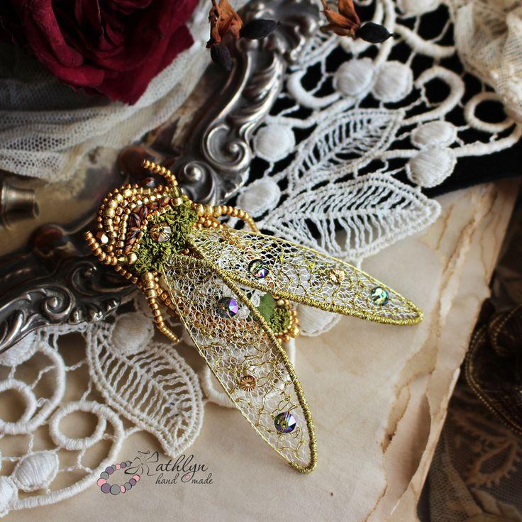 """Купить Брошь """"Золотая цикада"""" : вышивка бисером, сваровски, кружево - брошь вышитая бисером"""