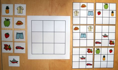 Pour travailler l'organisation spatiale avec Erwann, j'ai fabriqué un jeu. Il s'agit d'un quadrillage où sont positionnés des objets. Erwann doit reproduire le modèle choisi…