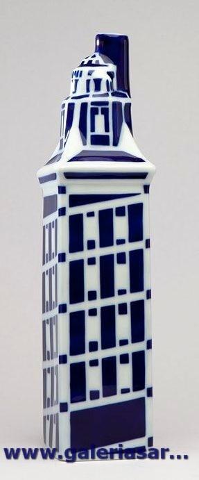 Uno de los grandes iconos de la historia de Galicia. La Torre de Hércules es una torre-faro de A Coruña. Su altura total es de 68 m y data del siglo I.     Es el único faro romano y el más antiguo en funcionamiento del mundo.