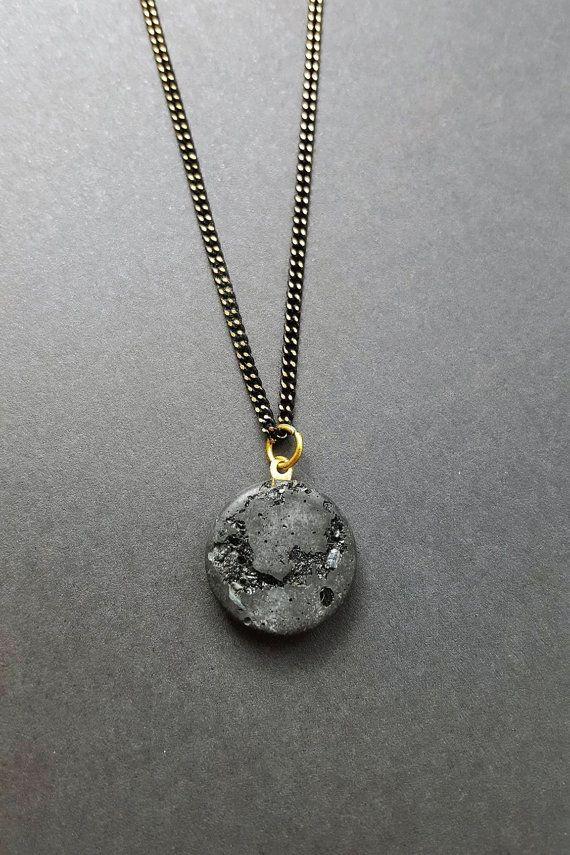 Beton Halskette schwarz gold Kette  Turmalin Edelsteine Kristall Messing Emaille Betonschmuck