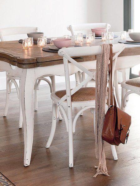 Inspirado en la clásica silla Thonet, en madera pintada de blanco