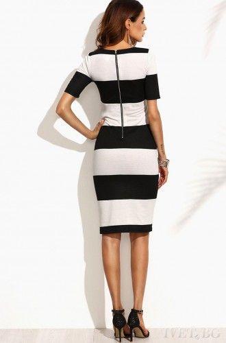 Midi φόρεμα κοντομάνικο, άνετο και μοντέρνο! Σε ασπρόμαυρο σχέδιο στυλάτο και κομψό! Με άνεση και στυλ απολαύστε την βόλτα σας!  Μεγέθη : S-M Χρώμα : Ασπρόμαυρο Σύνθεση : 90%VIS 10%EL