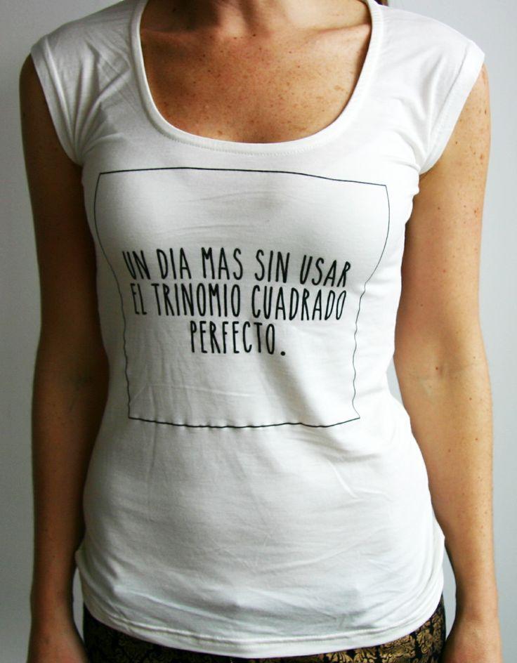 Camiseta UN DIA MAS SIN USAR EL TRINOMIO CUADRADO PERFECTO. Tshirt, top, blouse, white, cool, black text.  @R T  29.000