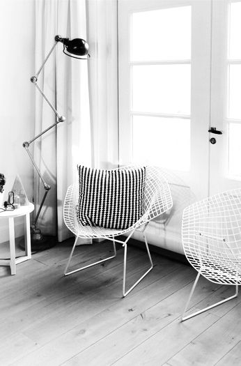 Via MyDubio | Bertoia Diamond Chair | White | IKEA Cushion