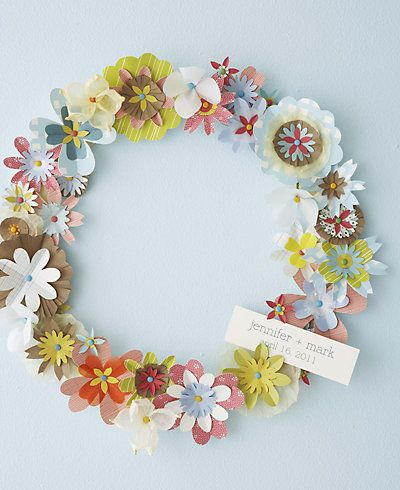 Spring wreath from our Handmade Weddings book, perfect project for the season. Download the template on our site!