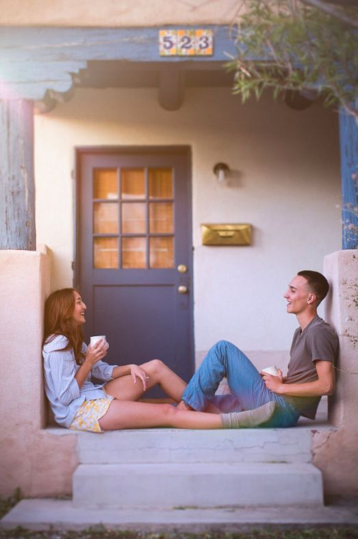 22 Cozy Engagement Pics That Will Make You Feel Right At Home