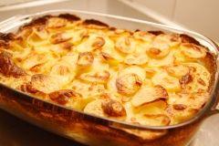 The Best Scalloped Potatoes: Beef Recipes, Onions, Scallops Potatoes Recipes, Garlic, Casseroles, Milk, Food, Scalloped Potatoes, Six Sisters Stuff