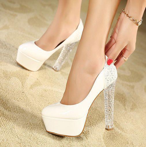 Özellikle kısa gelinlik modellerinde ayakkabınızı öne çıkarmak için harika bir tasarım. :)