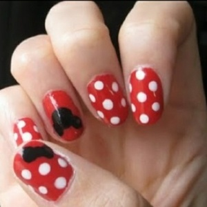 Minnie Mouse nails...cute! by celia