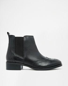 Carvela Tudor Leather Chelsea Boots sz 8.5