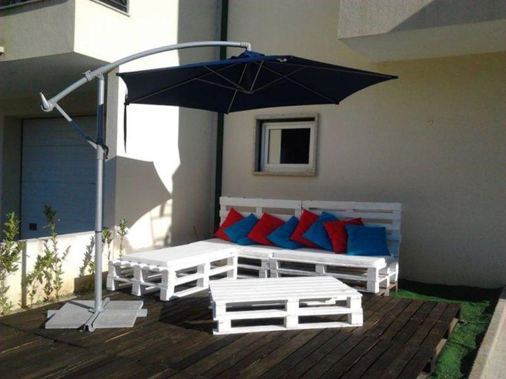 Ecco un altro esempio di come i pallet possono aiutarci a decorare il nostro terrazzo. Semplicità al potere, con solo pochi pallet e vernice bianca possiamo ottenere un divano e un tavolo, e se è combinato con un pittoresco cuscini e un ombrellone disegno ... noi abbiamo la nostra terrazza completamente arredata! Ti piace questo [...]