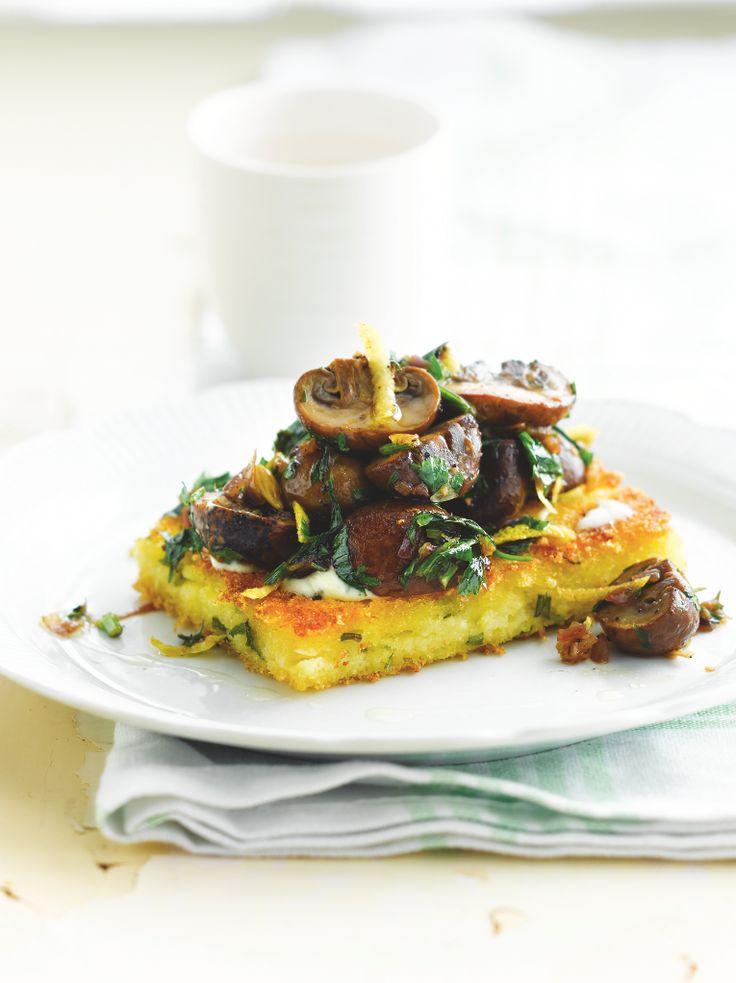 Knapperige polenta met gebakken champignons www.njam.tv/recepten/knapperige-polenta-met-gebakken-champignons