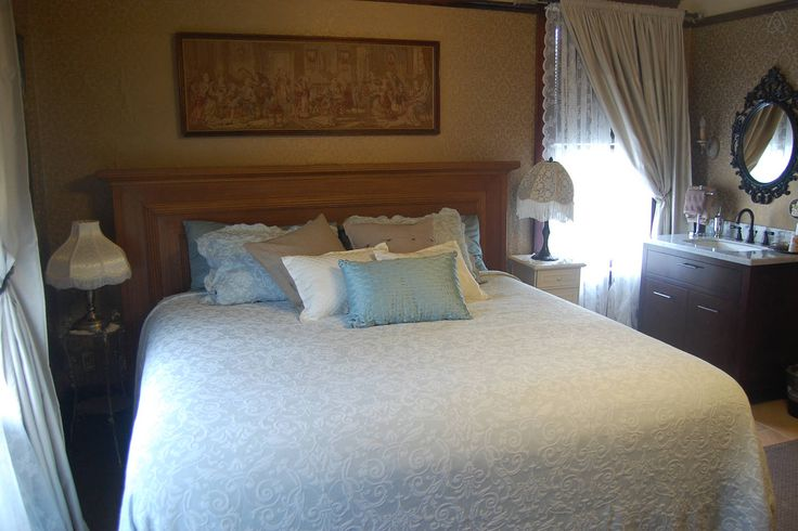 Historic Lady Florence: King Room - Get $25 credit with Airbnb if you sign up with this link http://www.airbnb.com/c/groberts22