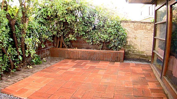 Los sectores de tierra en el jard n casi siempre se for Como poner piedras en el suelo del jardin