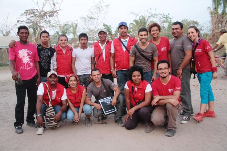 El equipo nacional con talleristas y artistas voluntarios