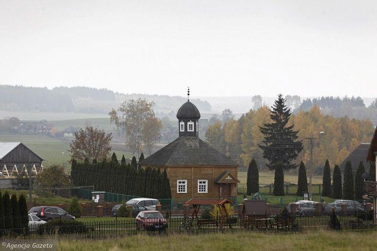 Bohoniki to niewielka wieś znajdująca się na terenie województwa podlaskiego, którą zamieszkiwała mniejszość tatarska. We wsi znajduje się meczet oraz mizar - cmentarz muzułmański. Atrakcją turystyczną są ponadto tatarskie budynki, możliwość spróbowania kuchni tatarskiej, a także organizowane bale tatarskie. Raz w miesiącu w bohonickim meczecie odbywają się modlitwy piątkowe.