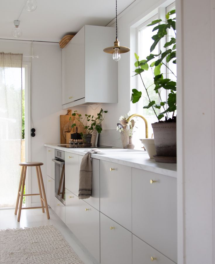 my scandinavian home: My Summer Cottage Kitchen Final Reveal (+ Get The Look)! – white and grey swedish kitchen.
