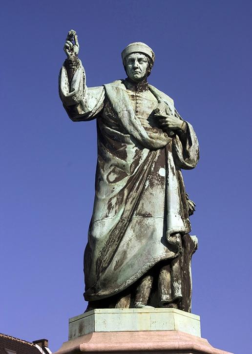 Beeld van Laurens Janszoon Coster, waarvan geclaimd werd dat hij de boekdrukkunst zou hebben uitgevonden. Opgericht in 1856 op de Grote Markt in Haarlem, beeldhouwer Louis Royer.