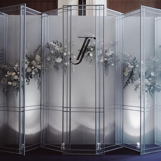 The scene inspired by the shape of the doors and Windows with translucent fabric walls made the flowers soften. #kaidangdesign #wedding #thailandweddingexpert #weddingplanner #weddingparty #weddingdesign #weddingidea #decoration #event #weddingplannerinthailand #weddingthailand #weddingdecoration #weddingday #thailandweddingplanner #thaiwedding #thailandwedding #weddingplannerthailand #weddingdecor #flowerdesign