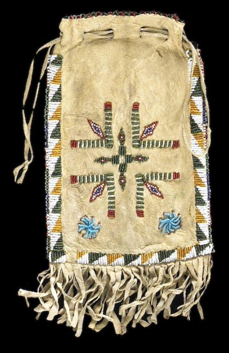 Сумка, Апачи. Длина 13 дюймов. Из коллекции  James C. Garner и Beatrice Medicine, Южная Калифорния. Bonhams, июнь 2007.