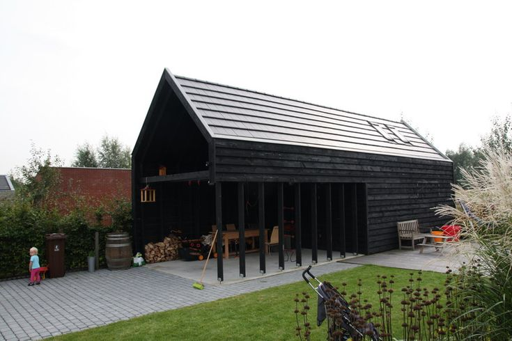 Houten schuur, zwart gebeitst - Architectenbureau Jules Zwijsen