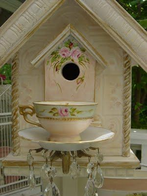 Teacup Birdhouse So pretty- I like how the pattern on the tea cup was replicated onto the birdhouse