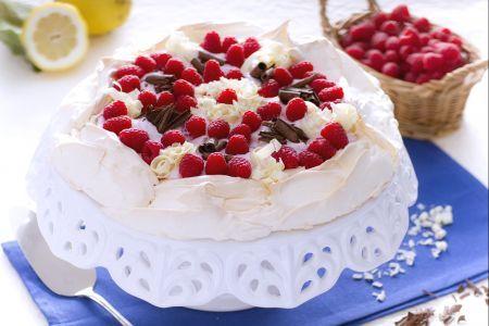 Pavlova allo yogurt, lamponi e cioccolato