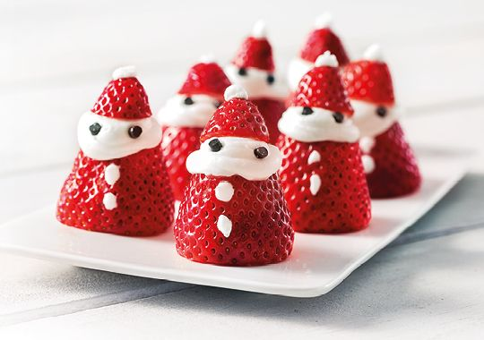 Check out these super cute Santas made of strawberries and cream!